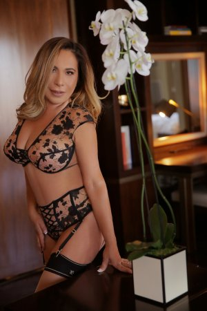 Kalye adult dating in Franklin Farm